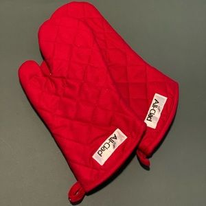 All Clad | NWT Set of Two Oven Mitts - Red